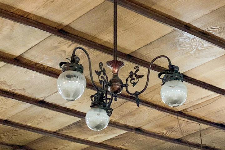 「松風」のガス灯のシャンデリア